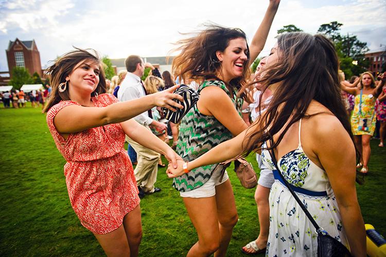 UNCG students dancing