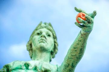 Minerva statue holding apple